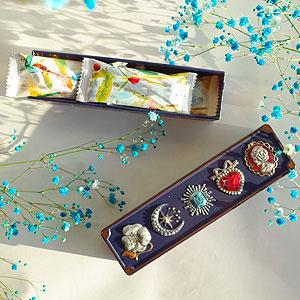 ≪青山デカーボ≫宝石箱缶ブルー ビューティーショコラ5個入